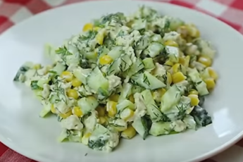 Необычный салат из обычных огурцов — просто взрыв вкуса