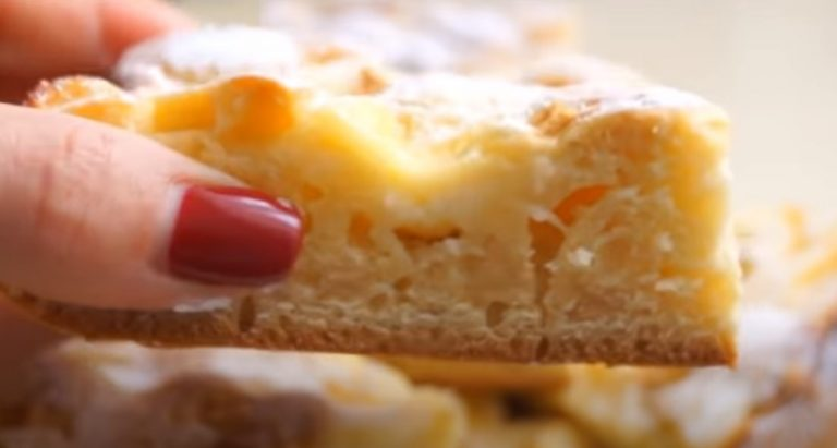 И торта не надо. С яблоками и кремом этот пирог просто бесподобен: простой и быстрый