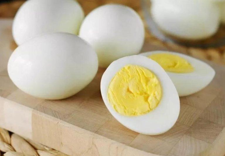 Яйца больше не варю и не жарю, а готовлю их иначе. Выходят вкуснее, чистятся хоть одной рукой